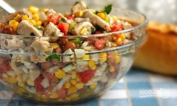 Перемешайте все ингредиенты, и заправьте их. Салат готов! Приятного аппетита!