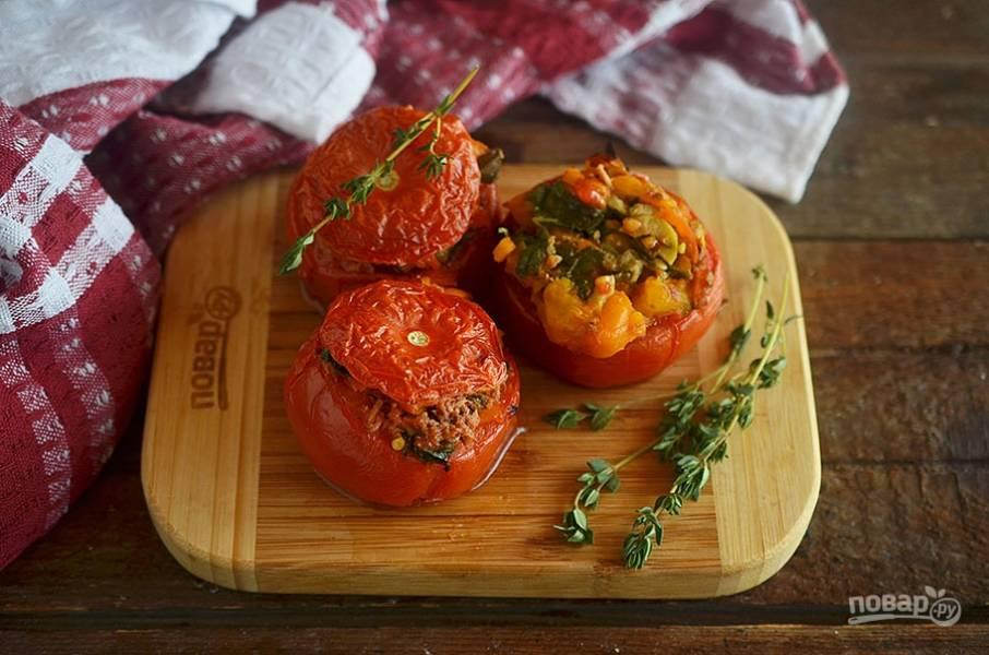 Фаршированные тунцом и каперсами помидоры