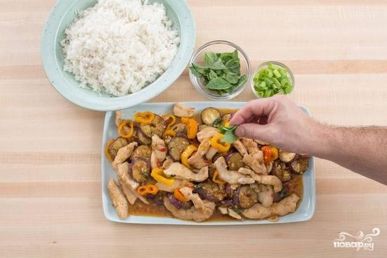 6. Ну, вот и все, снимите блюдо со сковороды, дополните зеленью — и можете подавать к столу.  Приятного аппетита!