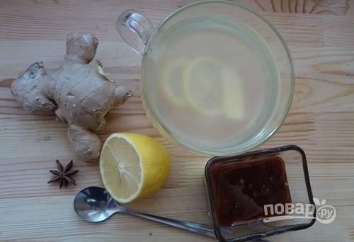 После того как напиток настоится и остынет, добавляем к нему мед и размешаем. Или пьем напиток вприкуску с медом.