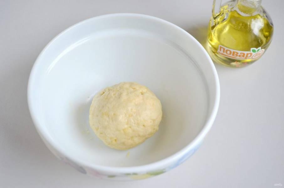 4. Замесите мягкое пластичное тесто.