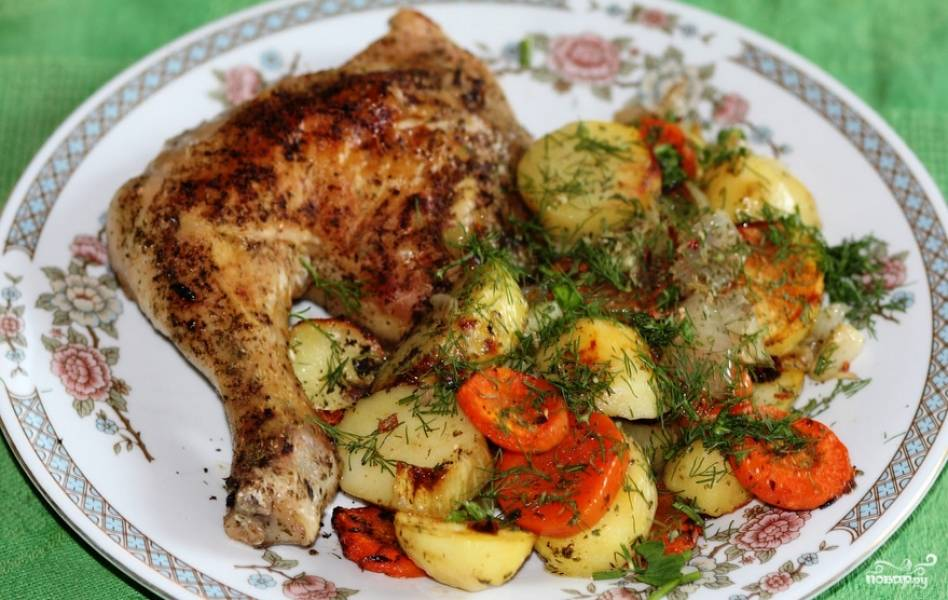 Присыпаем блюдо свежей зеленью, подаем его к столу. Приятного аппетита!