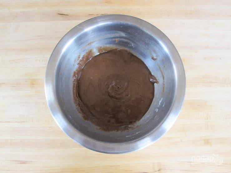 6. Пока сделайте начинку. Смешайте корицу, сахар, мягкое масло, белок, соль и муку.