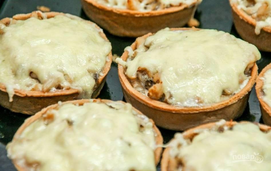 Запекайте блюдо в течение 15-20 минут при 180 градусах. Приятного аппетита!