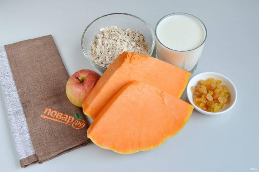 1. Подготовьте продукты. Приступим. Тыкву очистите от кожуры и внутреннего волокнистого края, порежьте кубиками.