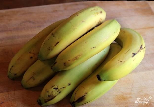 1. Одно из основных правил, чтобы получился этот простой рецепт банановой каши, правильно выбрать фрукты. Идеальный вариант — это зеленые бананы или хотя бы частично зеленые.