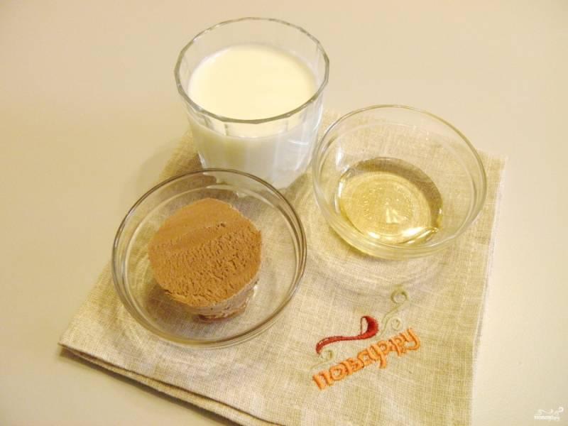 Подготовьте охлажденное молоко, мороженое (пломбир белый или шоколадный) и сироп.