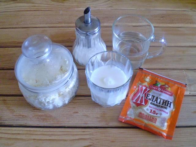 1. Приготовим продукты. В связи с тем, что рецепт у нас диетический, то молоко и творог выбираем соответственно с низким процентом жирности.