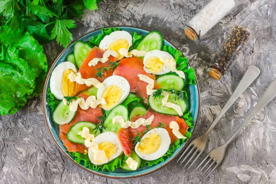 Салат с горбушей, огурцом и яйцом