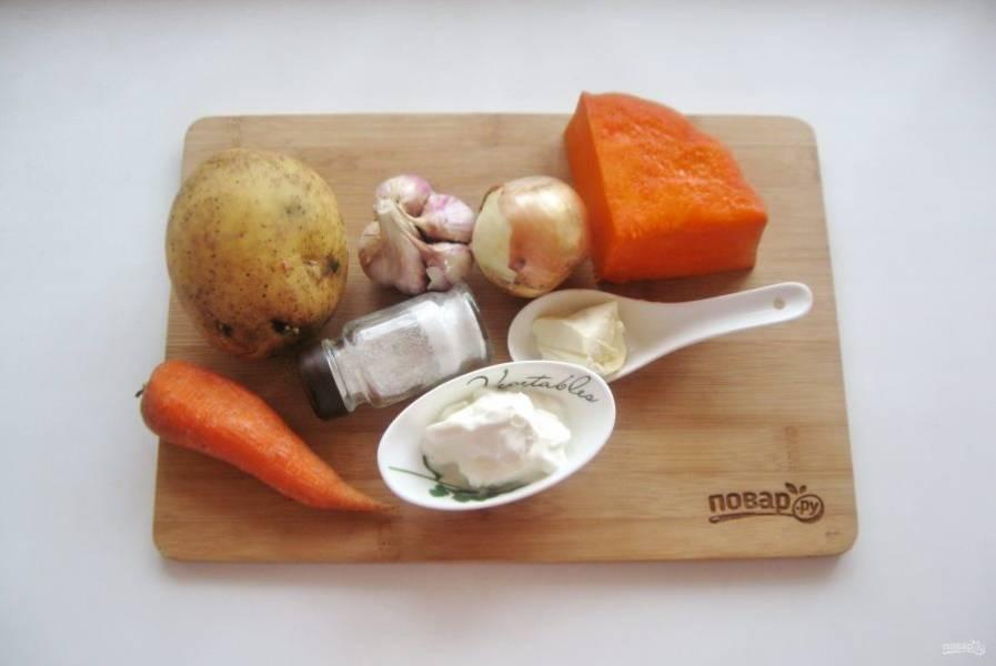 Подготовьте ингредиенты для приготовления супа из тыквы.