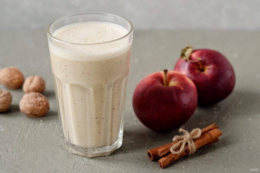 Смузи с яблоком и корицей готов, приятного вам аппетита!