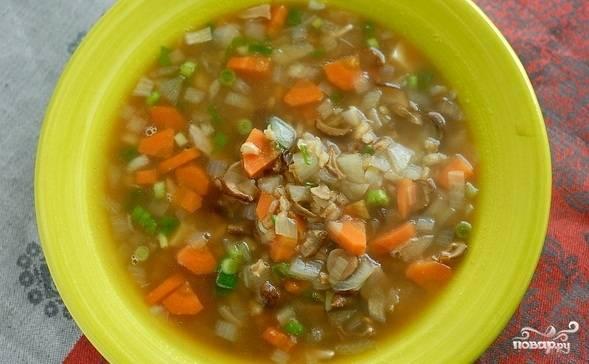 Готовый суп получается низкокалорийный, но при этом довольно сытный. Приятного вам аппетита!
