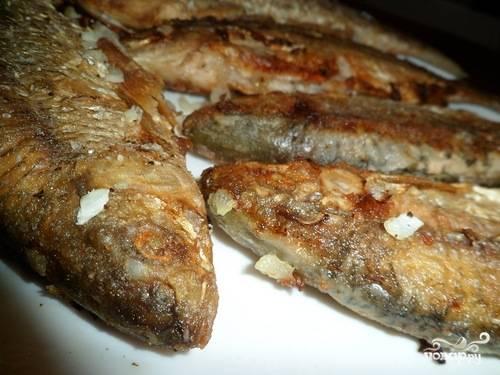 Жареная рыба чебак