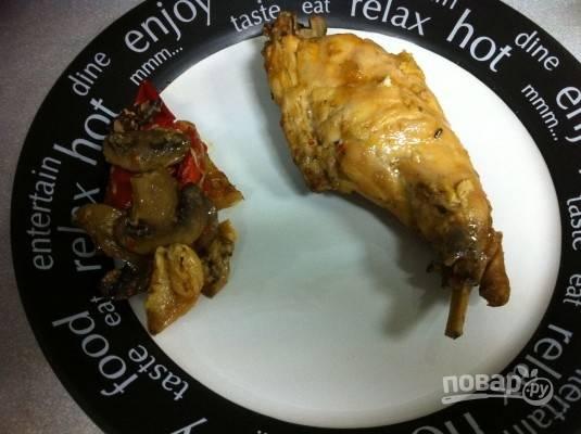 Готовое мясо должно быть мягким и отставать от кости.