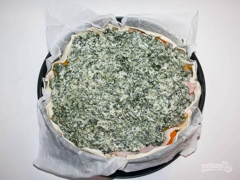 3.Сверху выложите оставшуюся начинку из шпината.