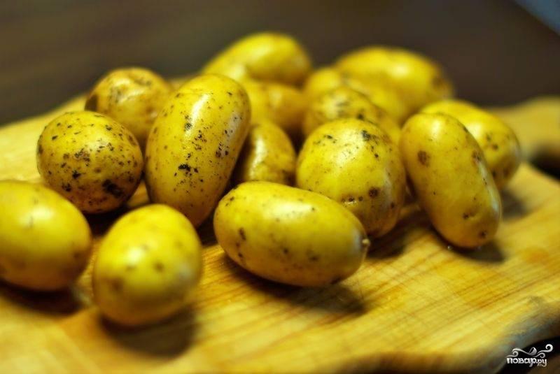 Картофель хорошенько промываем, но не чистим.