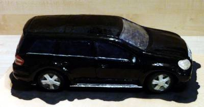 10. При желании машину можно вскрыть гелем, чтобы получился оттенок блеска.