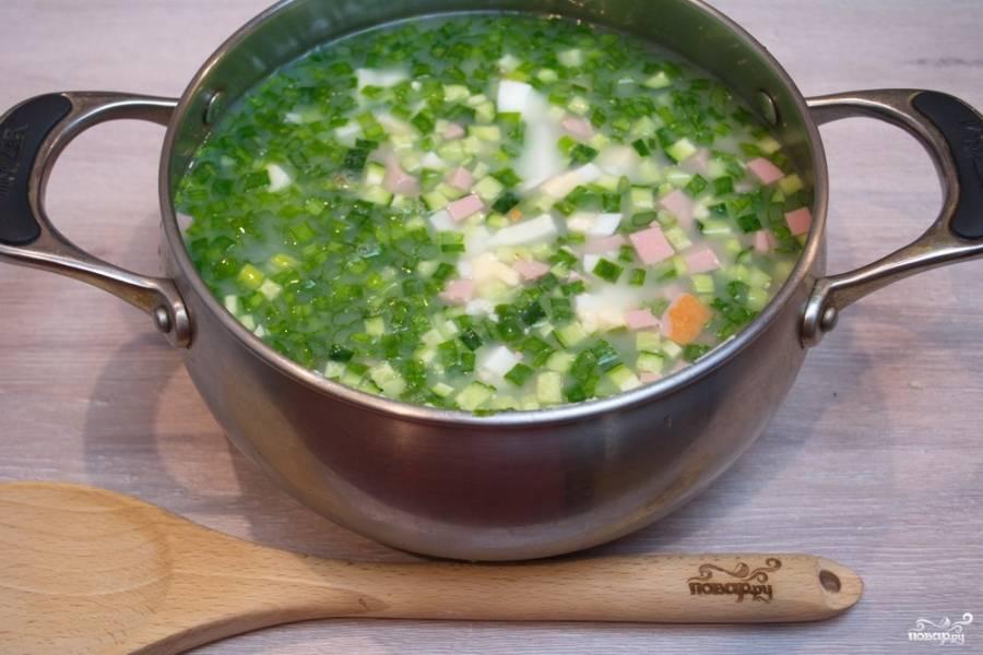 Залейте содержимое кастрюли сывороткой. Если не найдете сыворотку, то можно использовать кипяченую воду или 1% кефир.