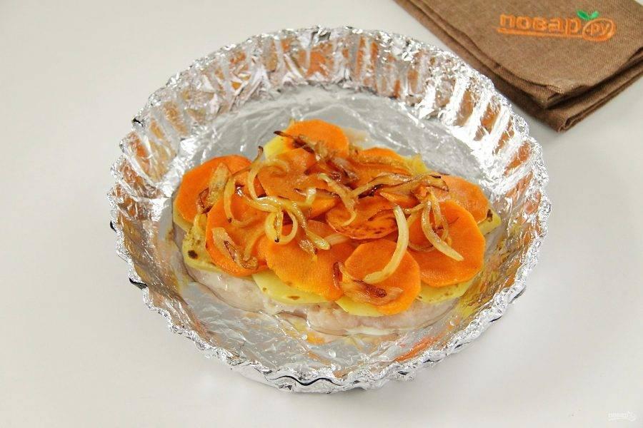 На картофель - обжаренную морковь с луком.
