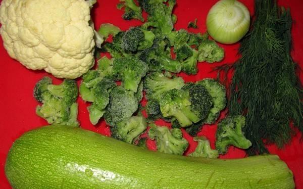1. Пюре можно готовить в виде гарнира, а можно в виде супа. Малыши очень любят это блюдо и с удовольствием его кушают. В качестве прикорма - это отличный вариант. Кроме этого, для разгрузочных дней или в пост пюре из цветной капусты и кабачка также идеально подойдет.