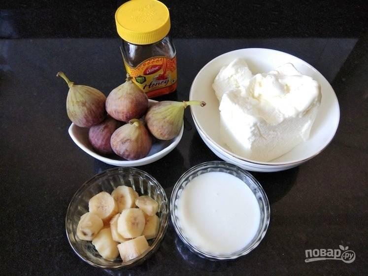 1. Вымойте инжир и бананы перед приготовлением коктейля.