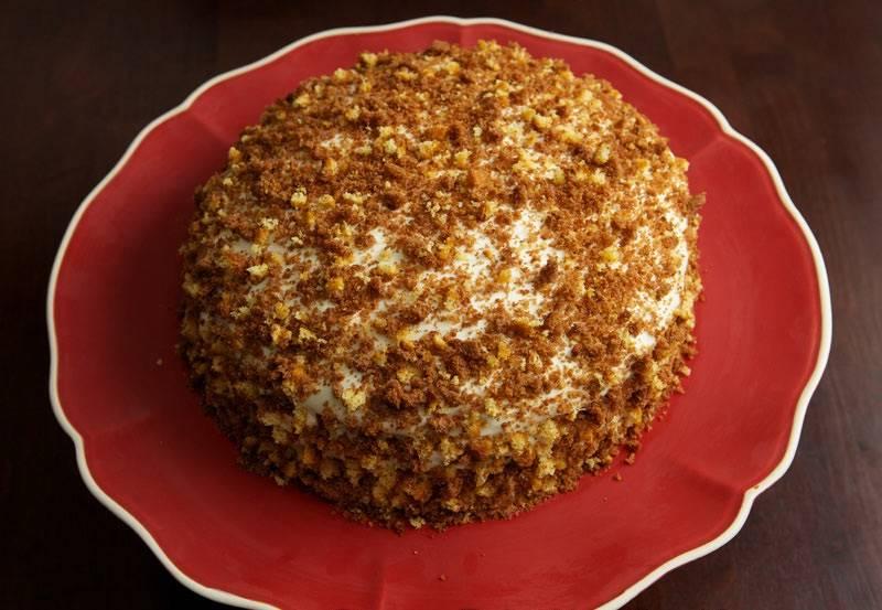 25. Вот и все, торт для мужа в домашних условиях готов. Его нужно оставить на время, чтобы он пропитался, а после можно презентовать.