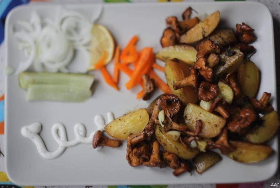 Картофель, запеченный с лисичками