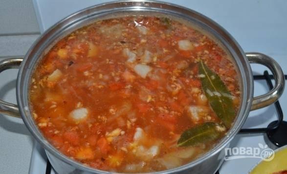 10. Добавьте по вкусу еще соли и специй. Варите на медленном огне минут 10-12, снимите с огня и оставьте под крышкой на 20 минут перед подачей.