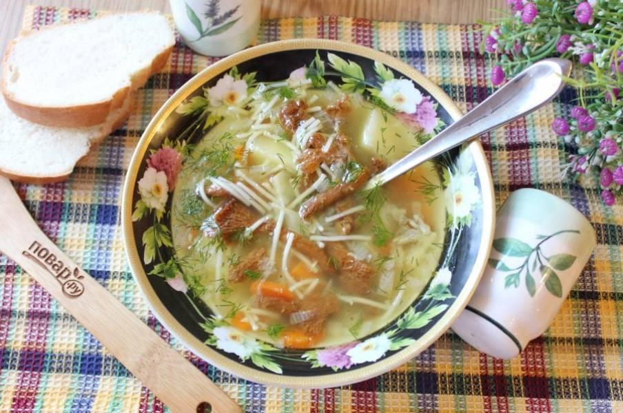 Ароматный, вкусный и сытный суп с грибами лисичками подавайте в обед.