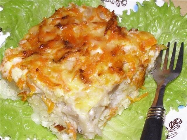 Подавать готовое филе трески в духовке под сыром можете порционно с листьями салата или свежими овощами. Гарнир из отварного картофеля или риса тоже подходит. Приятного аппетита!