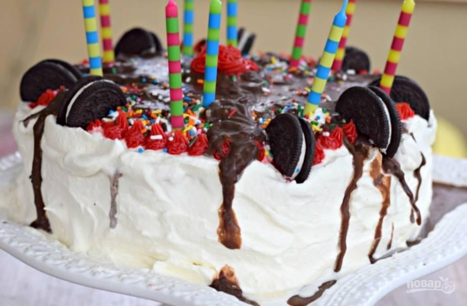 4. Вот и все! Торт готов, подавайте сразу же, пока не растаял!