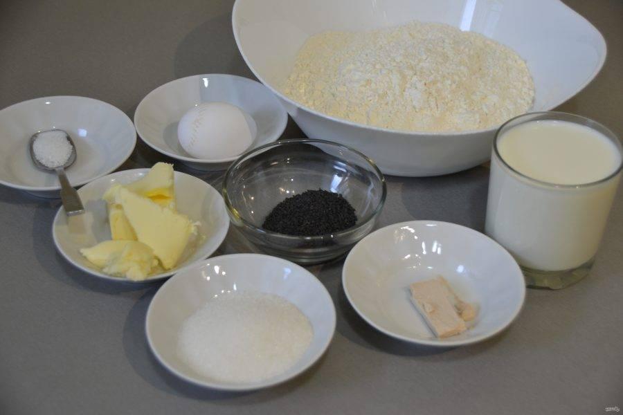Подготовьте продукты для приготовления теста в соответствии с рецептом.