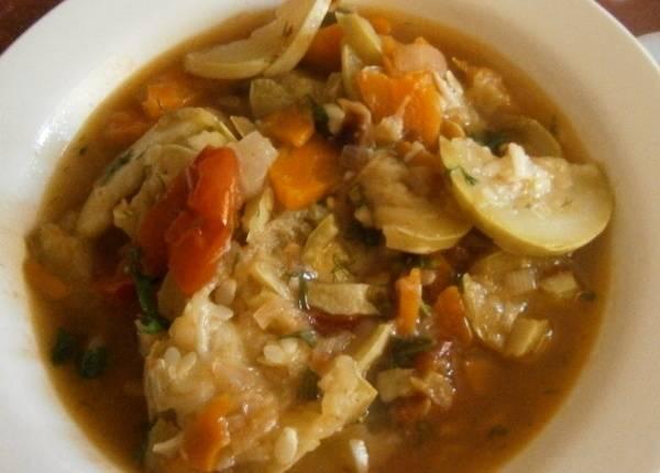 Примерно за 5-10 минут до готовности блюда открываем крышку и посыпаем все измельченной зеленью. В процессе тушения овощи пустят сок, поэтому блюдо получится очень сочным и вкусным, приятного всем аппетита!