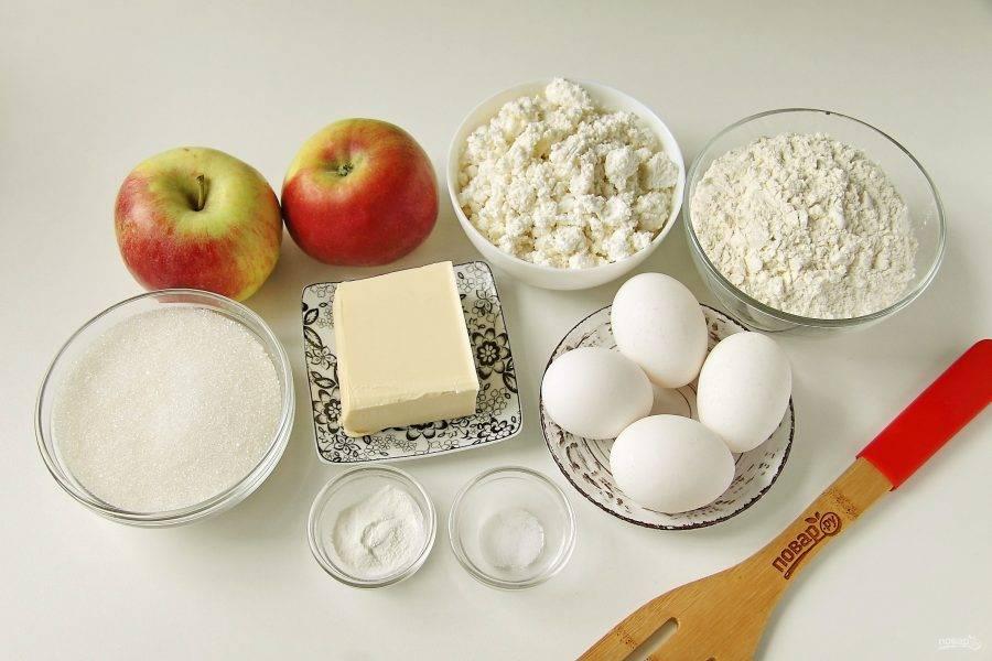Подготовьте все ингредиенты. Масло заранее размягчите при комнатной температуре.