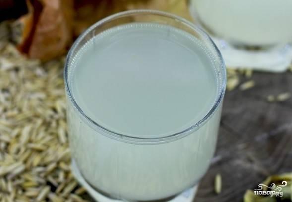 4. Через сутки квас готов к употреблению. Теперь вам известно, как приготовить квас на овсе, процедите напиток через чистую ткань или марлю. Поставьте охладиться. После чего пейте на здоровье.