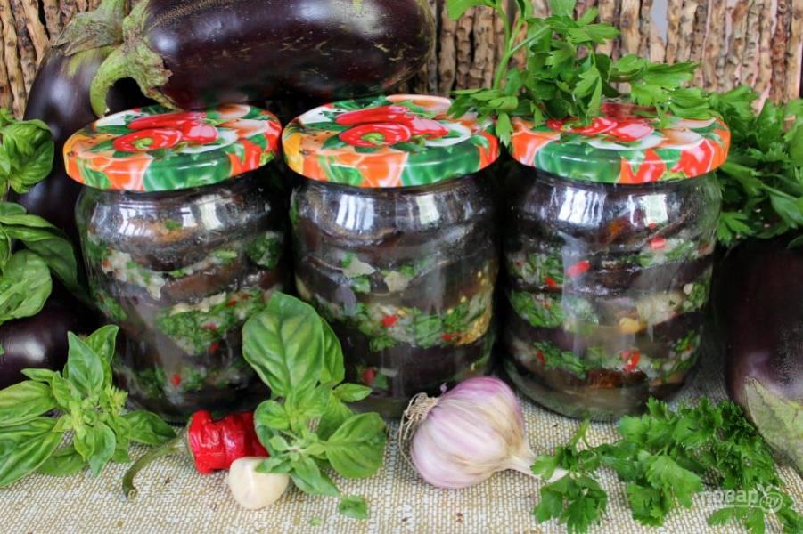 Баклажаны маринованные с чесноком и зеленью готовы.