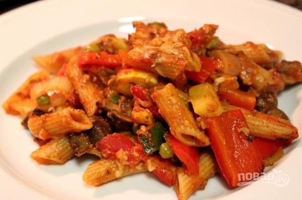 6. Подается к столу запеканка из овощей и макарон горячей. Приятного аппетита!