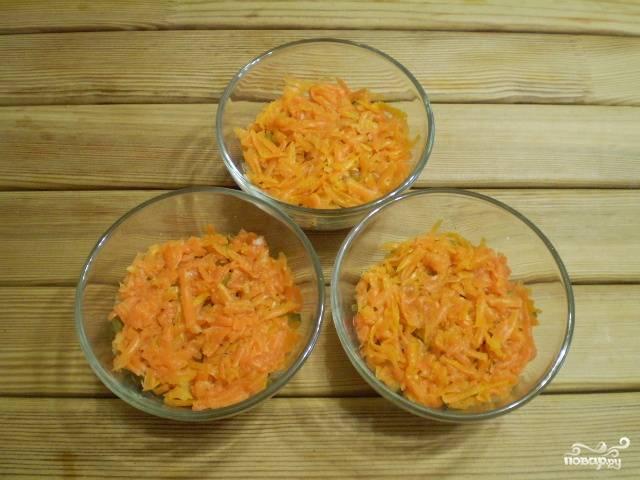 Следующий слой - тертая морковь.
