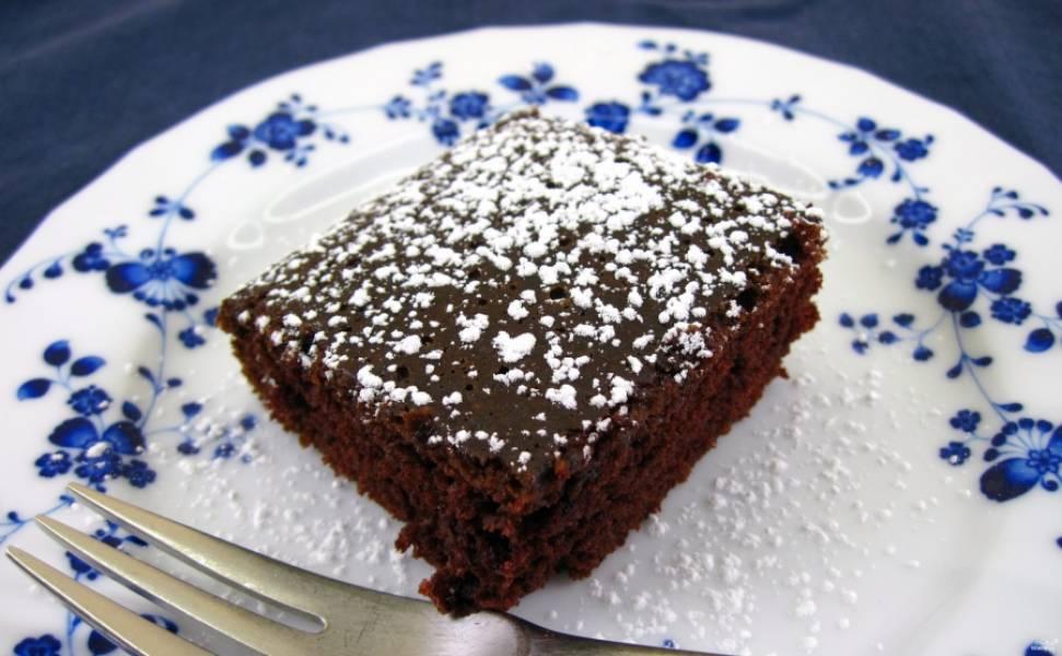 Готовый постный крейзи кейк посыпьте сахарной пудрой и подавайте к чаю или кофе. Приятного аппетита!