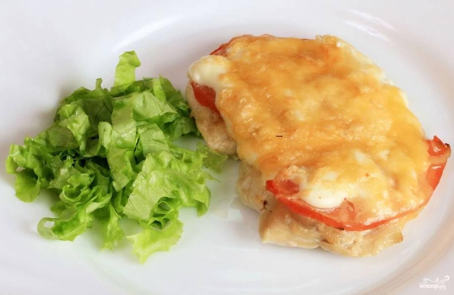 Куриное филе с помидорами и сыром