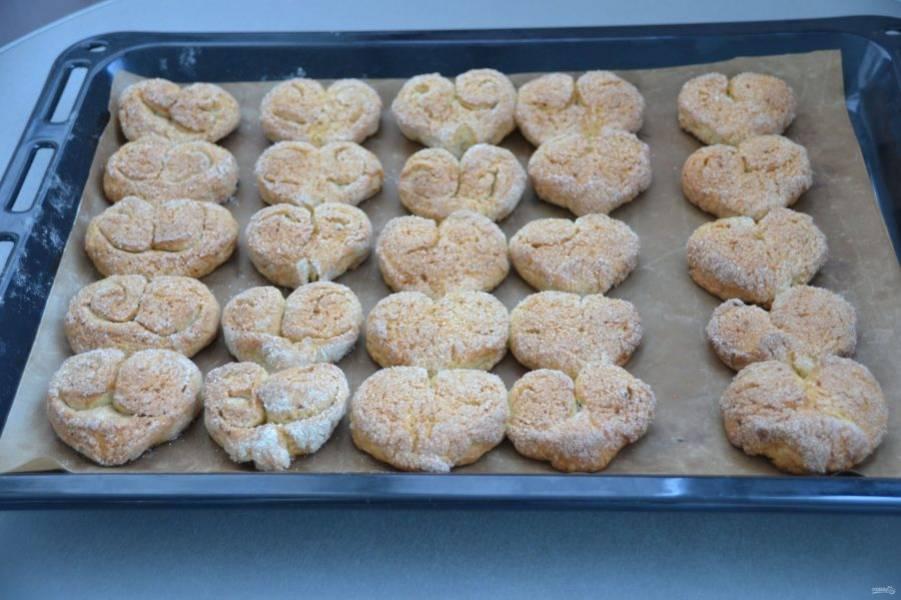 Выпекайте печенье в духовке при температуре 190 градусов 20 минут.