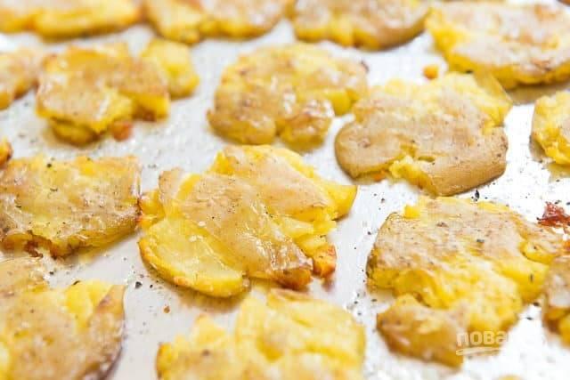 6. Запекайте картофель в течение 25 минут в духовке при 230 градусах. Приятного аппетита!