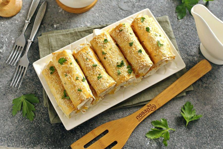 Трубочки из лаваша с картофельной начинкой готовы. Приятного аппетита!