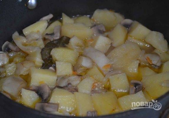 11. Тушите на среднем огне до мягкости картофеля. Приятного аппетита!