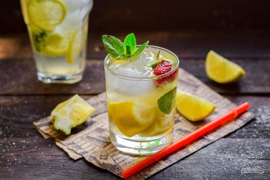 Летний напиток с лимоном и мятой готов!