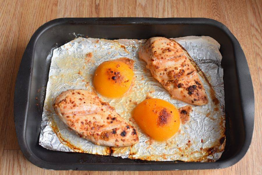 Запекайте под грилем не более 20 минут. При необходимости переверните один раз. Филе должно оставаться сочным, не пересушите нежное мясо.