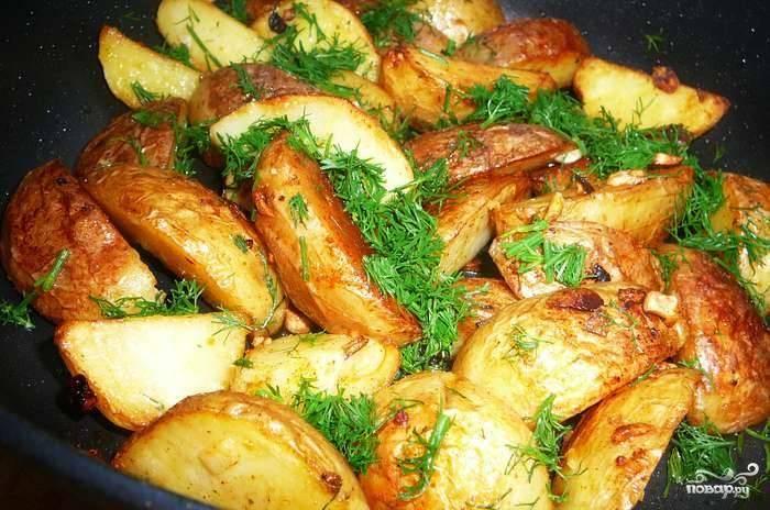 Картофель по-деревенски с чесноком