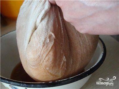 Хорошенько отжимаем тертый картофель от жидкости. Но без фанатизма - не нужно пытаться выжать вообще все соки.