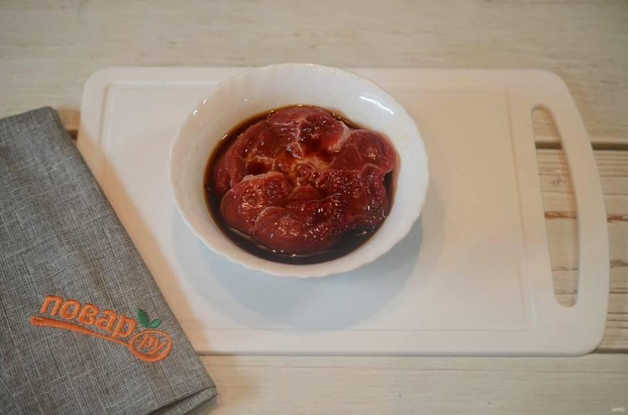 3. Положите мясо в маринад на 30 минут - 2 часа.
