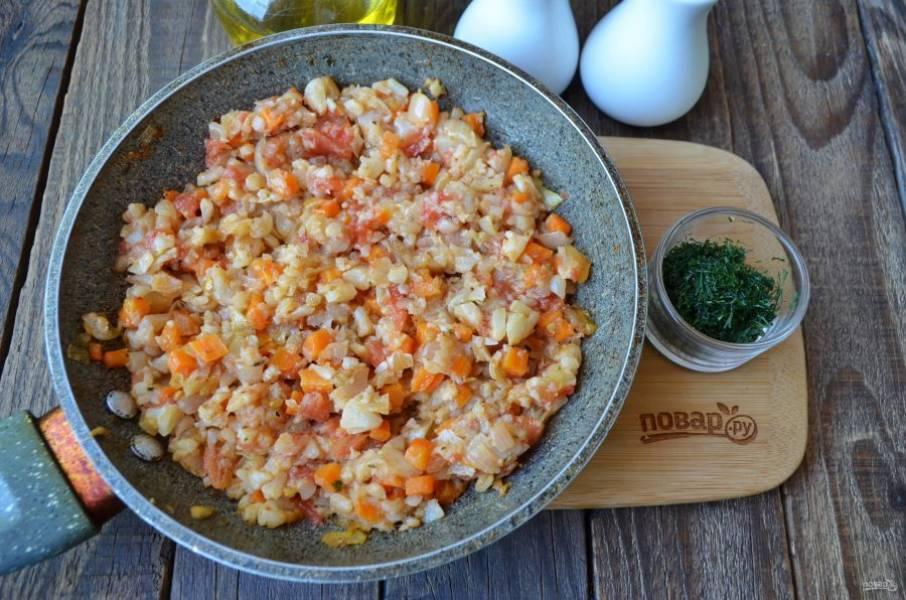 В готовую икру можно добавить мелко нарубленную зелень. Подавайте к столу горячей. Приятного аппетита!